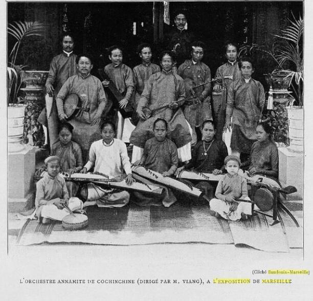 Ban nhạc Nguyễn Tống Triêu ( Mỹ Tho ) khi trình diễn ở Marseille năm 1906.
