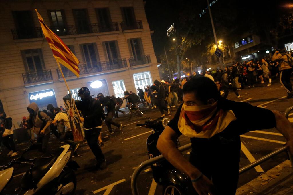 Affrontements entre manifestants et forces de l'ordre le 18 octobre 2019 à Barcelone.