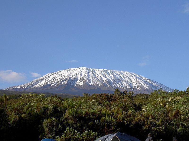 Mlima wa Kilimanjaro, wa pili kwa ukubwa duniani na wa kwanza barani Afrika.
