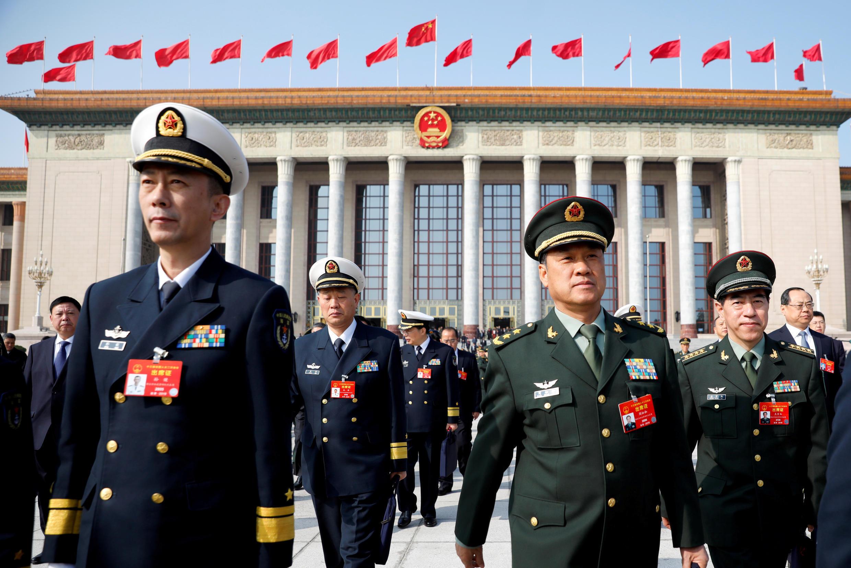 Đòan đại biểu quân đội Trung Quốc rời Đại Lễ Đường Nhân Dân sau cuộc họp trù bị của Quốc Hội, Bắc Kinh, ngày 04/03/2019