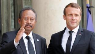 Fira Ministan Sudan Abdallah Hamdok tare da shugaban Faransa. Emmanuel Macron.