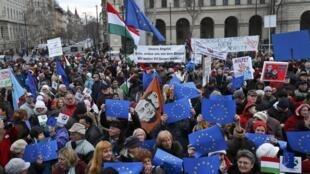 Манифестация протеста против правительства Виктора Орбана в связи с визитом Ангелы Меркель в Будапешт 01/02/2015