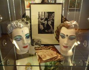 Têtes de mannequins peintes par Clovis Trouille.