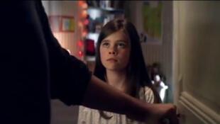 """Captura vídeo do clip da campanha contra o incesto. """"Uma criança nunca consente""""."""