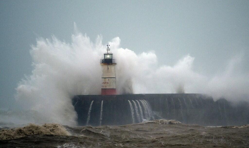Шторм на южном побережье Великобритании, вызванный ураганом «Киара», 9 феврала 2020 г.
