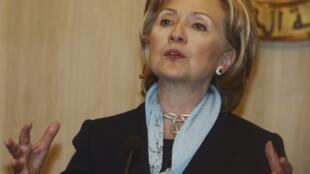 La secrétaire d'Etat américaine, Hillary Clinton, lors d'une conférence de presse au Caire, après son entretien avec le président égyptien Hosni Moubarak, le 4 novembre 2009.
