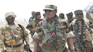 Shugaban Chadi Idriss Deby Itno sanye da kakin soji a fagen-daga da Boko Haram