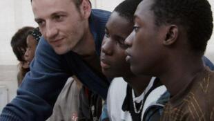 Escena de la película francesa 'Entre los muros' (2008) cuya historia narra la relación y las dificultades de un profesor de colegio con sus alumnos,  jóvenes hijos de inmigrantes.