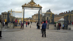 La entrada principal del Palacio de Versalles.