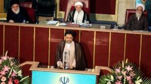 Bộ trưởng bộ Tình Báo Iran Mahmoud Alavi (G) phát biểu tại Quốc Hội, Teheran, ngày 01/09/2015