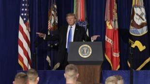 Le président des Etats-Unis Donald Trump, au moment d'annoncer une nouvelle stratégie pour l'Afghanistan le 21 août 2017 à Fort Myer, en Virginie.