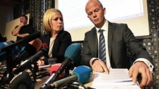 Os promotores noruegueses Inga Bejer Engh e Svein Holden durante coletiva de imprensa em Oslo, nesta quarta-feira.