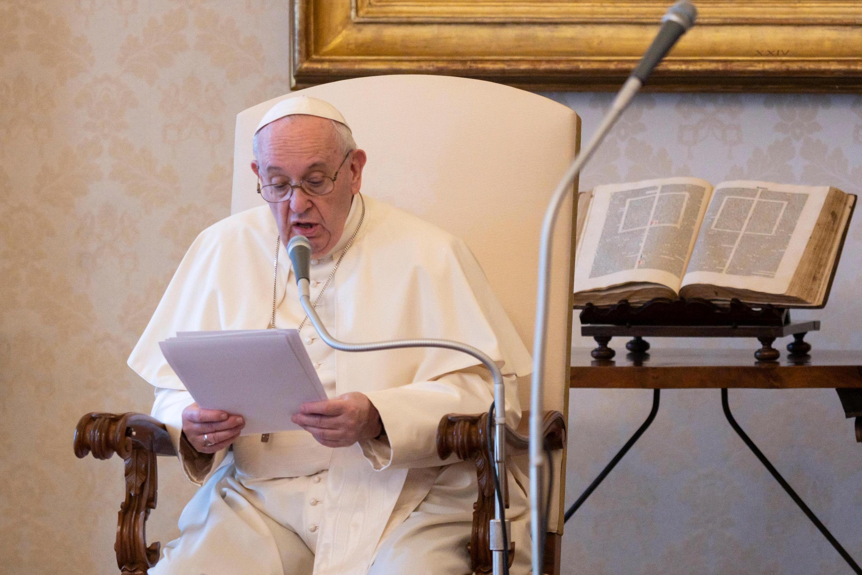 Papa Francisco faz alerta sobre defesa do meio ambiente.