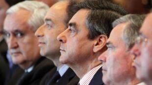Au séminaire de l'UMP à Paris, de gauche à droite : Jean-Pierre Raffarin, Jean-François Copé, François Fillon, Bernard Accoyer et Claude Guéant, le 26 mai 2012.