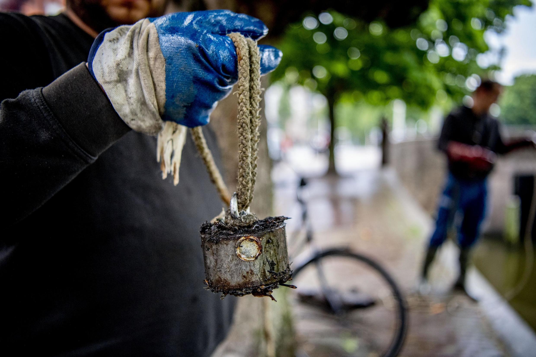 Con este tipo de dispositivos se pesca con imán en el río Sena..