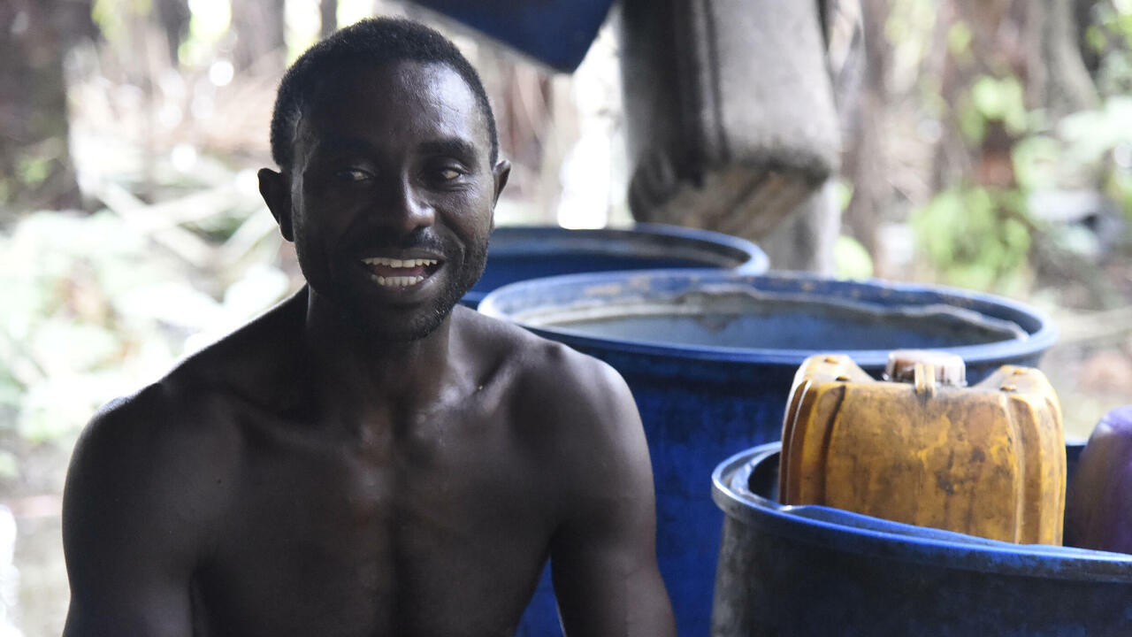 Nigeria's palm wine tappers face uphill task
