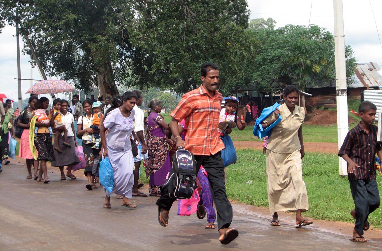Des déplacés quittant les camps où ils vivaient depuis des mois.