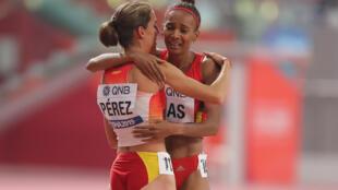 Neide Dias, atleta angolana (direita), terminou a prova no 12° lugar.