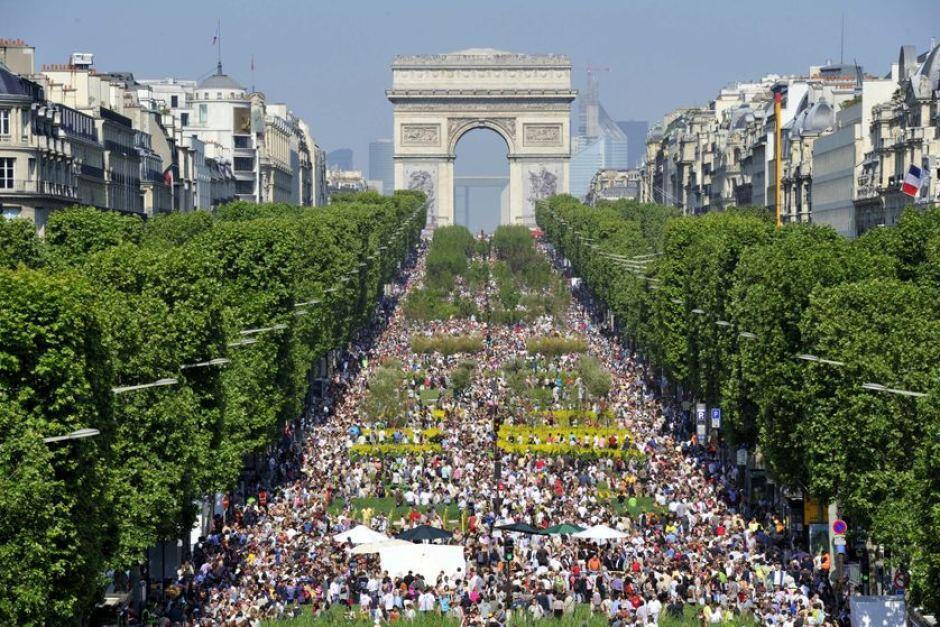 Paris trở thành thủ đô của thiên nhiên qua chương trình Nature Capitale năm 2010 trên đại lộ Champs-Élysées