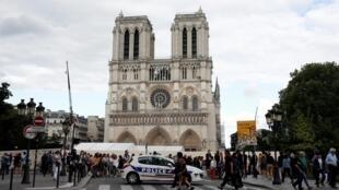 La cathédrale Notre-Dame de Paris lorsqu'elle a brûlé en avril a émis de grandes quantités de particules de plomb.