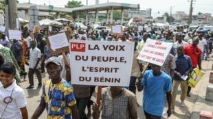 Des opposants au président Talon marchent à Cotonou, Bénin, le 22 juin 2017.