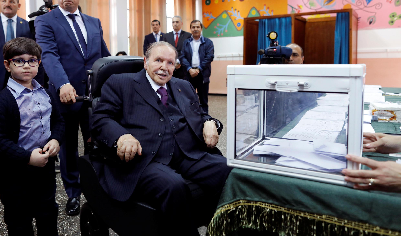 Le président algérien Abdelaziz Bouteflika lors du scrutin législatif à Alger, le 4 mai 2017.