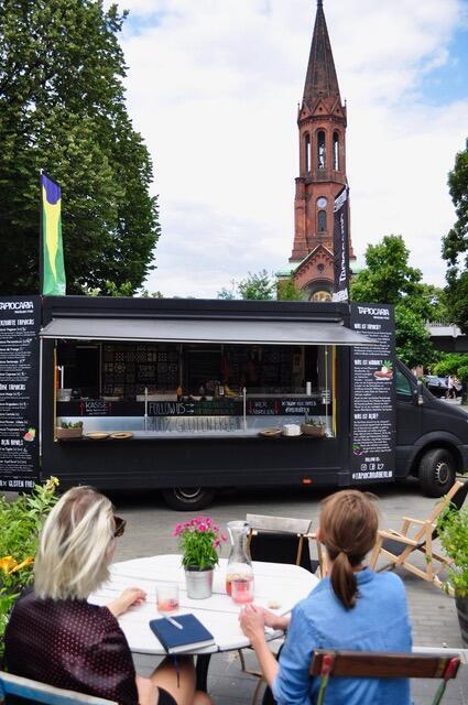 O casal investiu num food truck e num trailer para vender tapioca em Berlim.