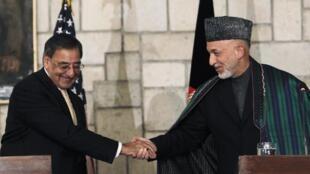 Sakataren tsaron Amurka Panetta tare da shugaban kasar  Afghanistan Hamid Karzaï à birnin Kaboul,