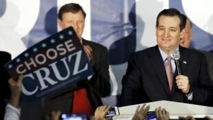 Ted Cruz supera Donald Trump e vence caucus de Iowa pelo partido Republicano.