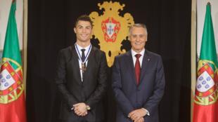 Cristiano Ronaldo aqui na altura da sua condecoração pelo presidente português Cavaco Silva
