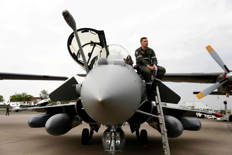Французский истребитель Rafale способен нести ракеты с ядерными боеголовками.