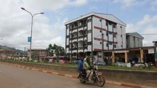 Une rue du centre-ville de Bamenda, au Cameroun anglophone.