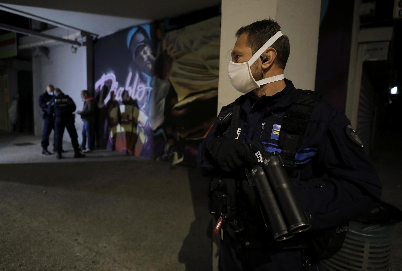 Nice confinée pendant la pandémie de coronavirus, contrôle de police, le 8 avril 2020.