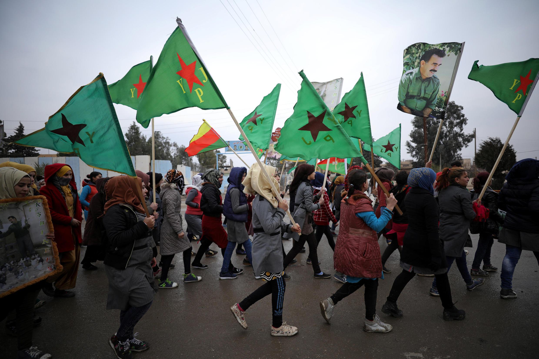 Lực lượng Bảo vệ Nhân dân Kurdistan (YPG) phản đối tuyên bố tấn công Afrin của tổng thống Thổ Nhĩ Kỳ Erdogan, ngày 18/01/2018 tại Hasaka.