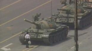 全球網傳王維林北京六四阻擋坦克圖片