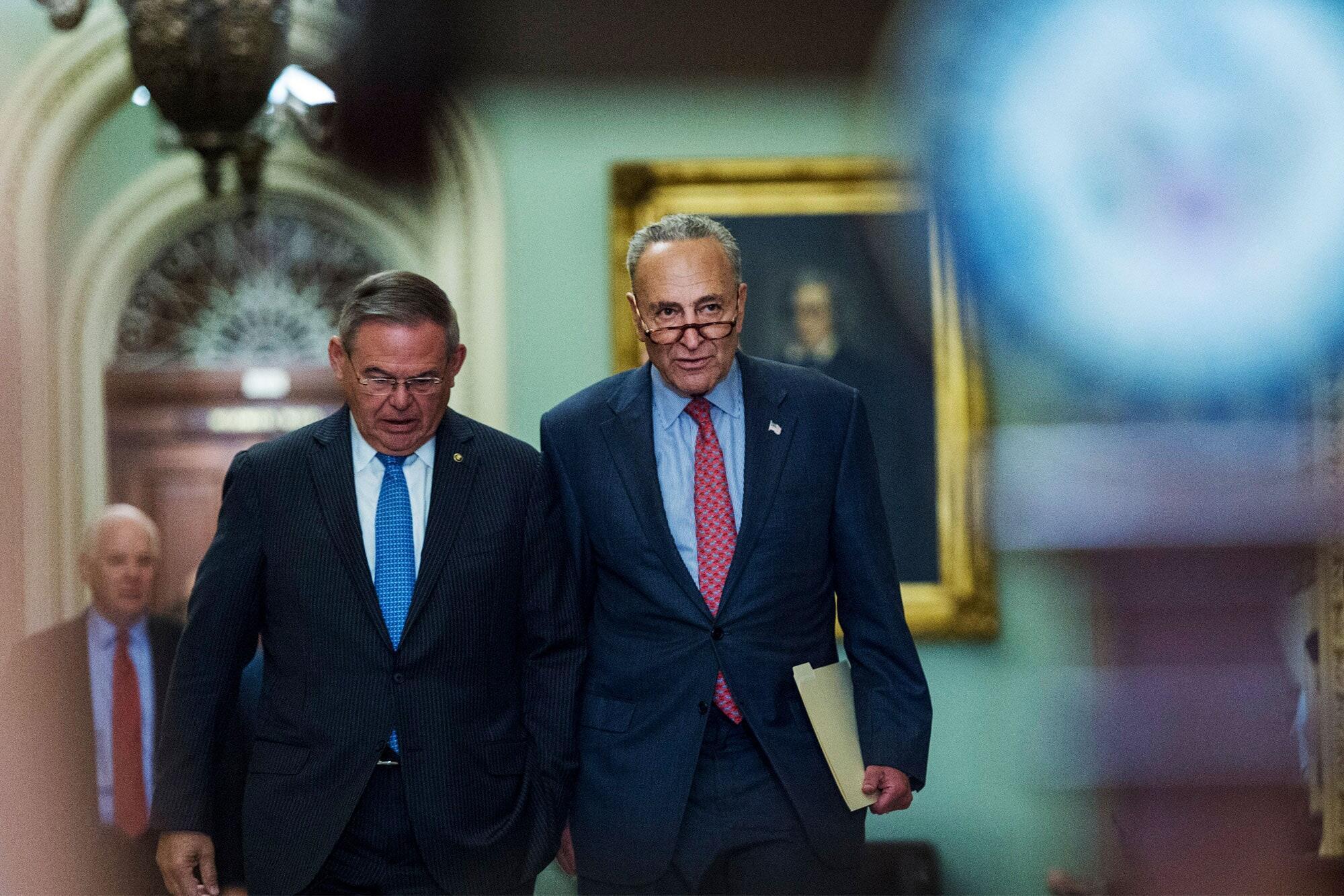 舒默和美国会参议院外委会主席梅嫩德斯资料图片