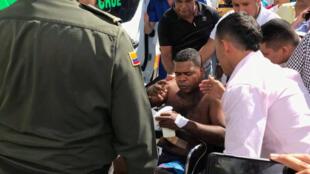 Policiais feridos durante ataque em Barranquilla, na Colômbia, em 27 de janeiro de 2018.
