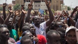 Plusieurs milliers de personnes ont défilé dans les rues de Ouagadougou contre l'insécurité au Burkina Faso, le 29 septembre 2018.