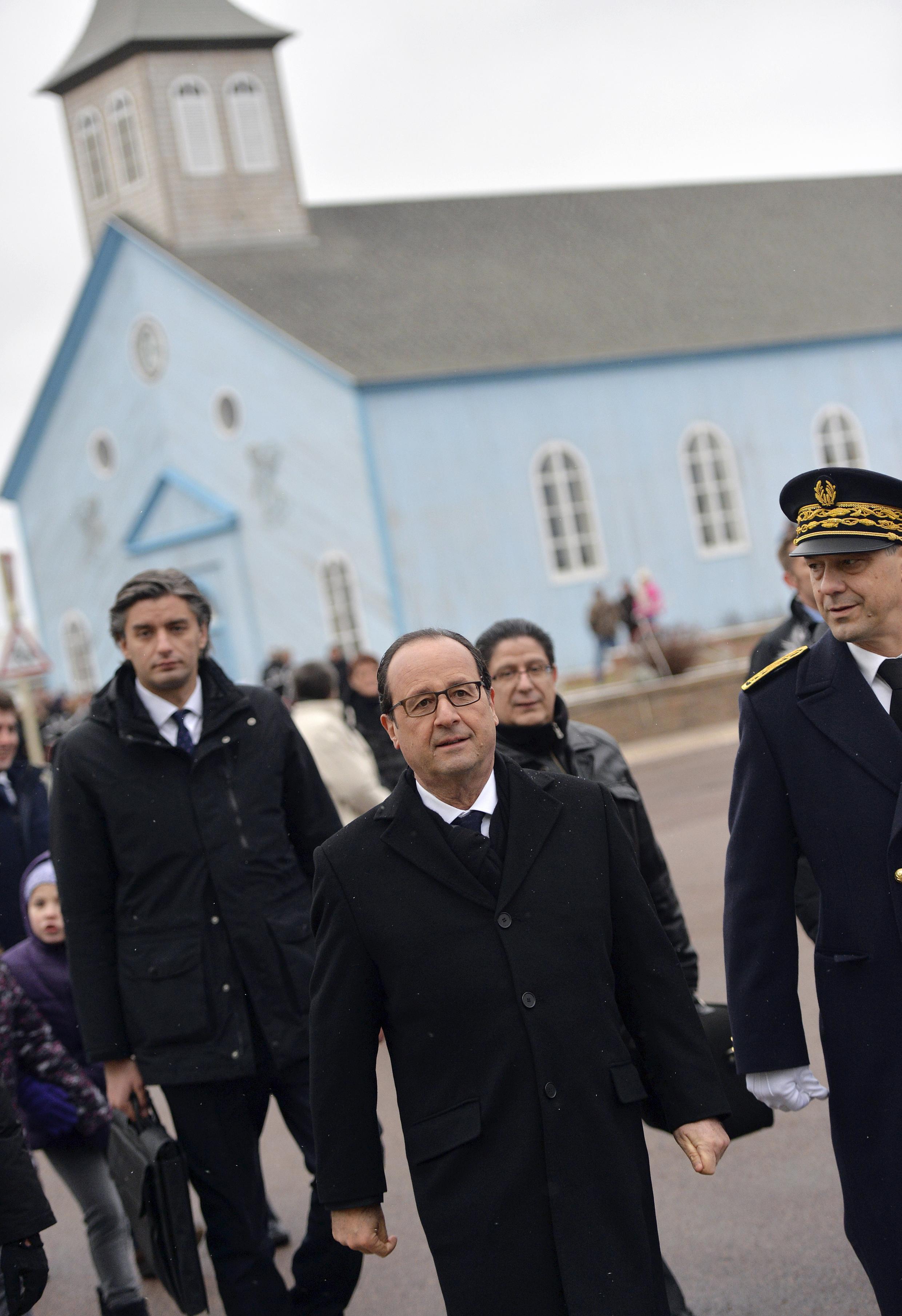 Le président François Hollande lors d'une visite à Miquelon le mardi 23 décembre 2014 pour évoquer le climat.