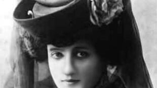 Elisa Deroche, dite la Baronne de Laroche, vers 1909.
