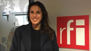 Lili Barbery-Coulon dans le studio du Goût du monde à RFI