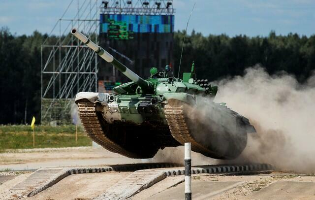 Đua xe tăng tại cuộc thi quốc tế quân sự ở Nga. Trong ảnh, một chiếc tăng T-72 B3 của Armenia tham gia cuộc đua ở Alanino, gần Matxcơva, ngày 8/8/2018.