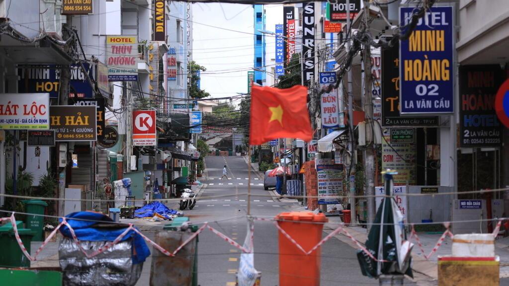 Việt Nam điều chỉnh chống dịch để giữ sức hút đầu tư nước ngoài