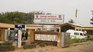 Entrée du Centre national hospitalier et universitaire Hubert Koutoukou Maga de Cotonou (CNHU), Bénin.