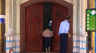 Une des rares mosquées ouvertes à Urumqi, le 10 juillet 2009.