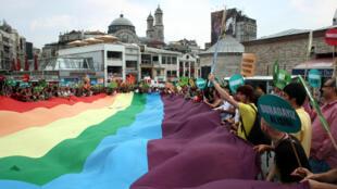 Gay pride 2009, place Taksim, Istanbul.