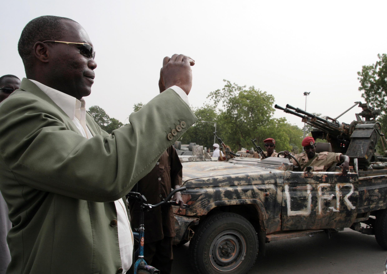 Un voiture portant l'insigne de l'UFR stationnée à Ndjamena, après que les autorités tchadiennes aient saisies armes et véhicules au mouvement rebelle (photo d'archive, mai 2009).