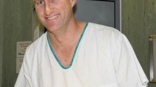 O urologista Andre van de Merwe, que realizou o primeiro transplante bem-sucedido de pênis.