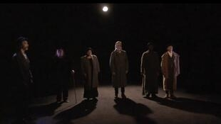 """Los seis actores del """"Chantier Beckett"""" presentado en el Teatro Nanterre-Amandiers."""