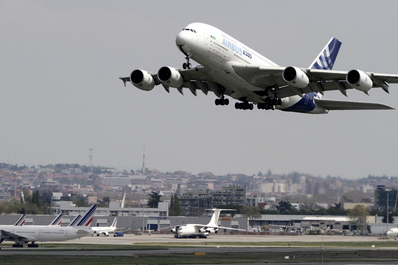 យន្តហោះ Airbus A380 ហោះសាកល្បង ថ្ងៃទី ១៩ មេសា ២០១០